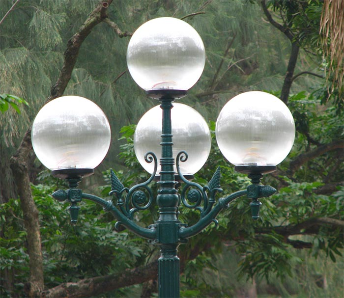 Chùm đèn sân vườn bóng cầu sọc D400
